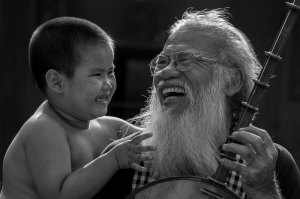 The joy of a grandfather and his grandchild, Jinhui Hu